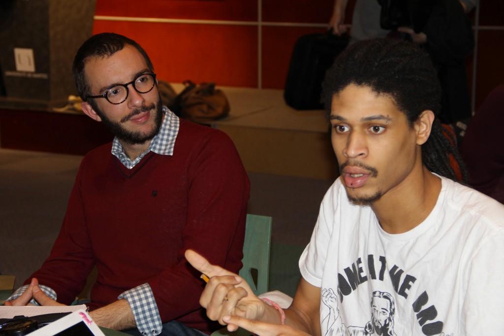 """Romain Ledroit du magazine Fragil était présent pour aider les étudiants du groupe """"Île de la création"""""""