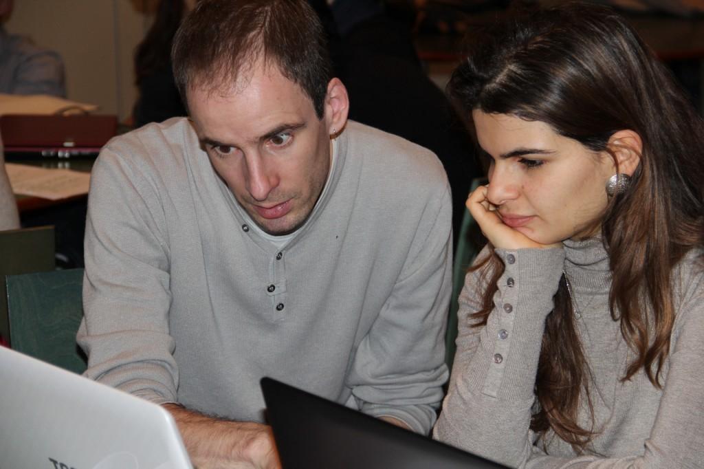 Mathieu Perreira, enseignant-chercheur à Polytech avec une étudiante.