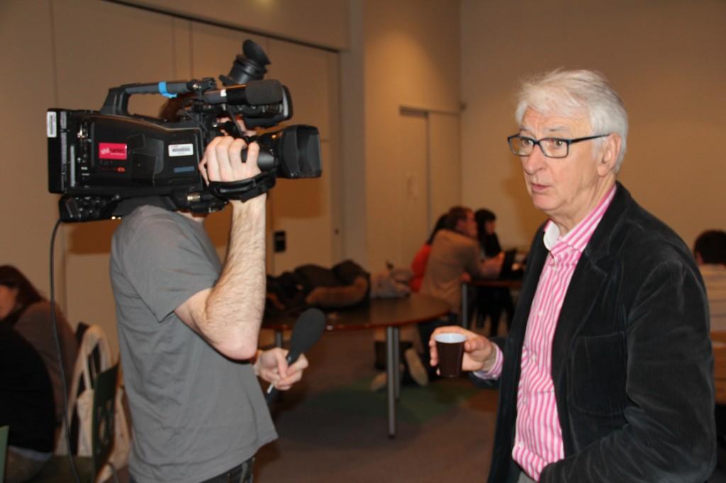 Télénantes réalise un sujet sur le HybLab et interviewe Yan Le Gal, chargé d'études à l'AURAN (et importeur du rond-point à Nantes) qui était présent pour aiguiller les étudiants.